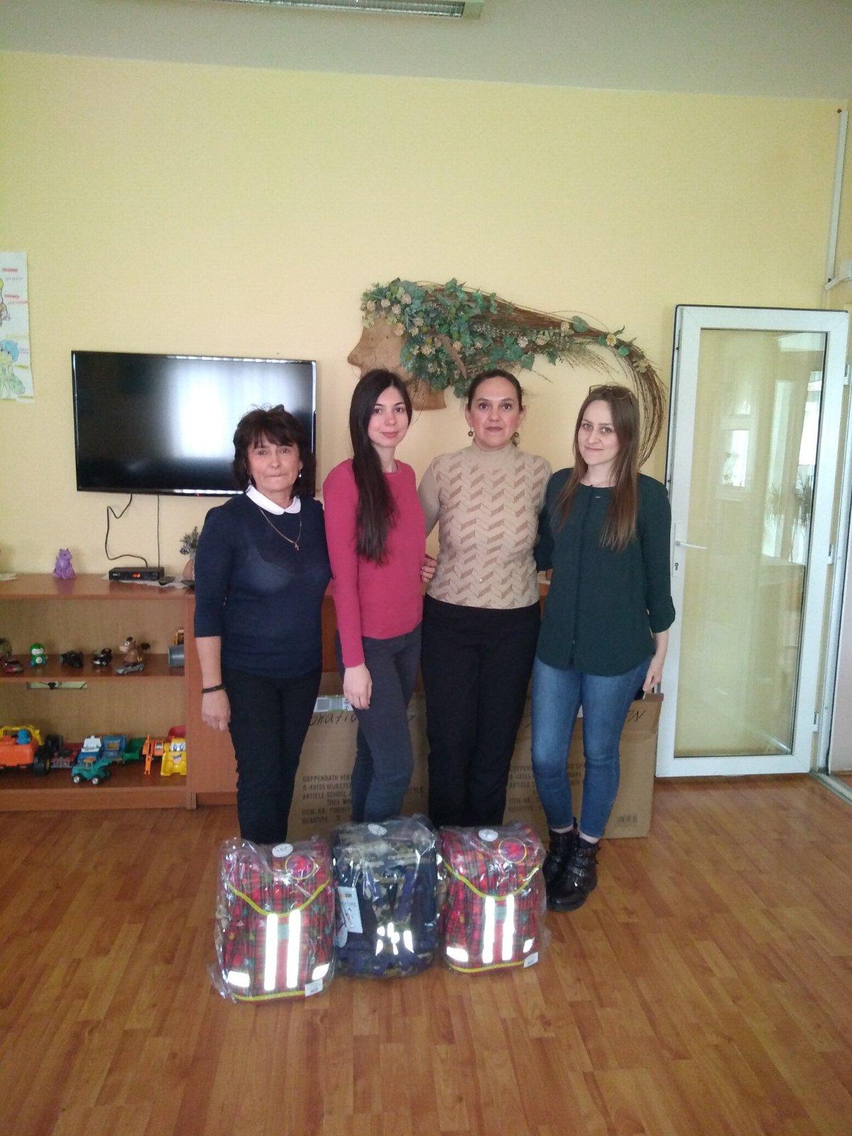 Donacija rančeva za decu